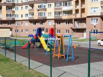 Детская площадка между 2 и 3 корпусами